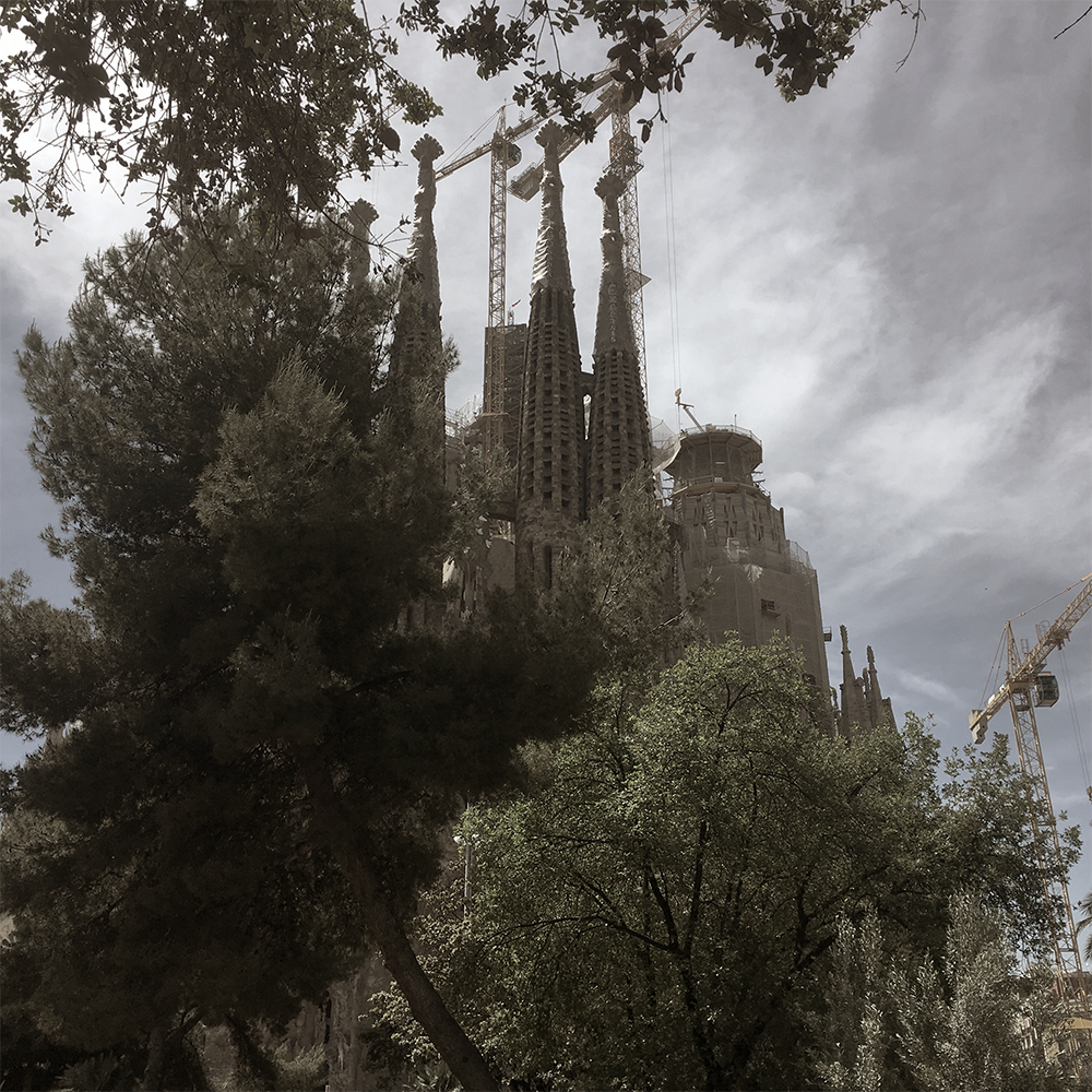 Sagrada Familia aus dem Plaza Güell