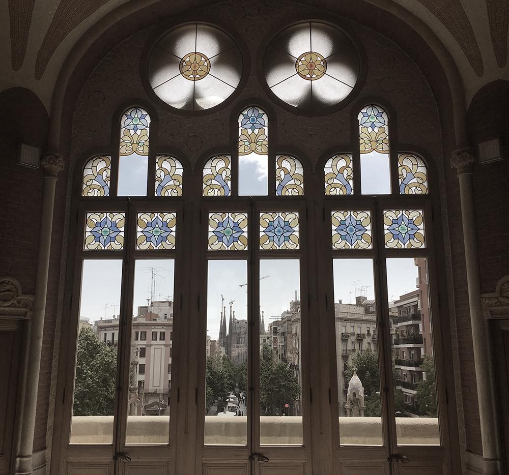 Blick aus dem Verwaltungsgebäude des Hospital san Pau zur Sagrada Familia