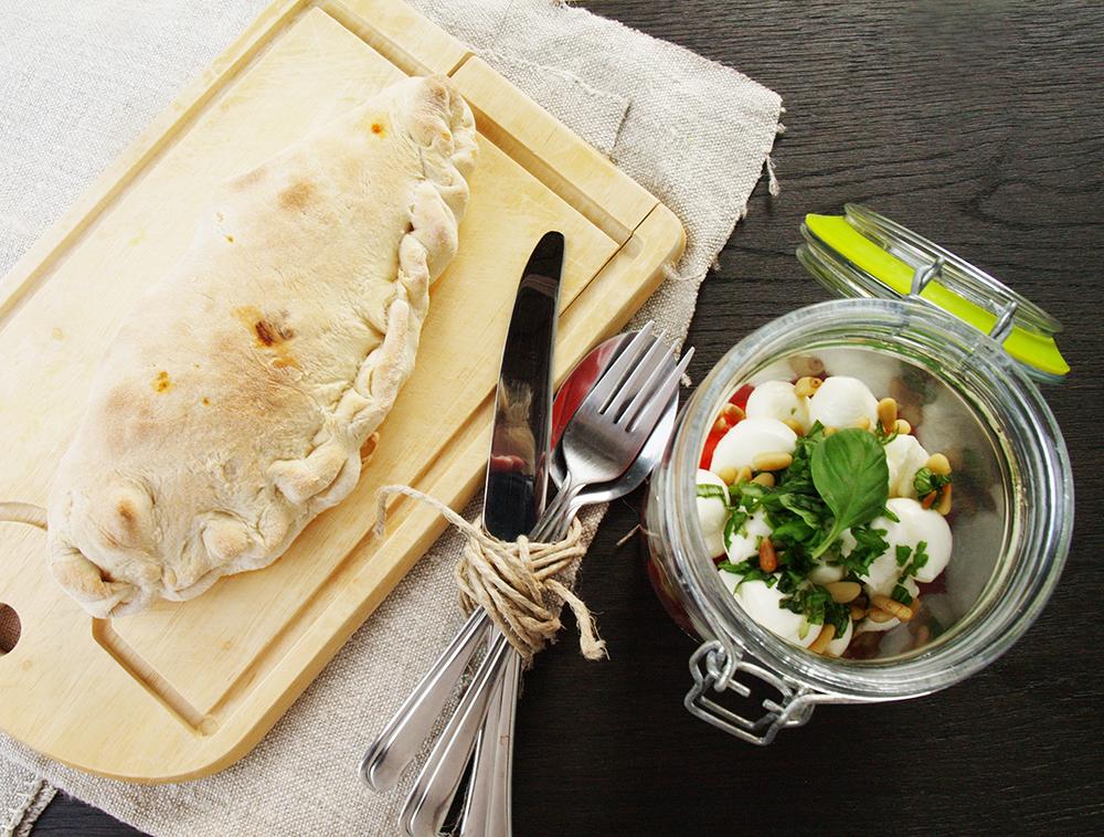 Mini Calzone mit Caprese Salat